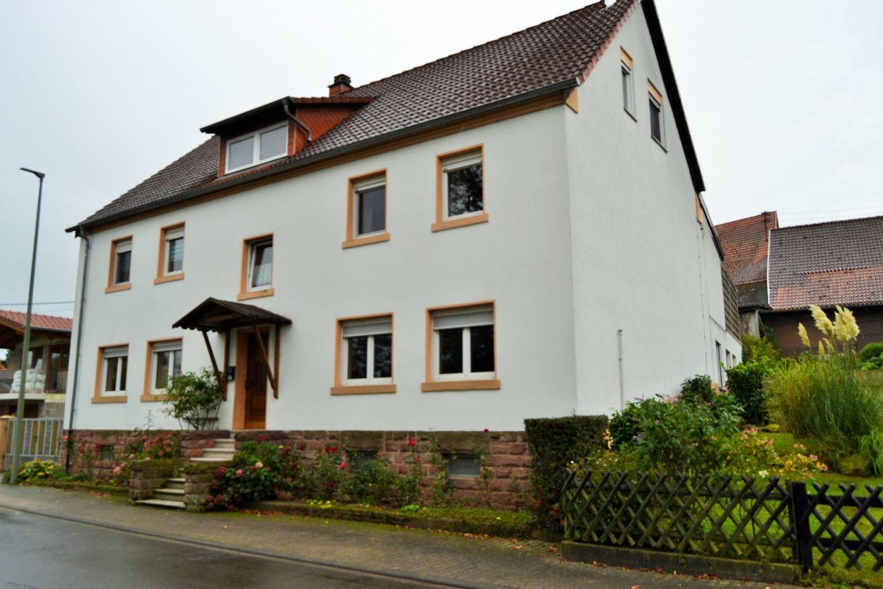immobilien real estate schmitshausen gro es einfamilienhaus mit einliegerwohnung lassen. Black Bedroom Furniture Sets. Home Design Ideas